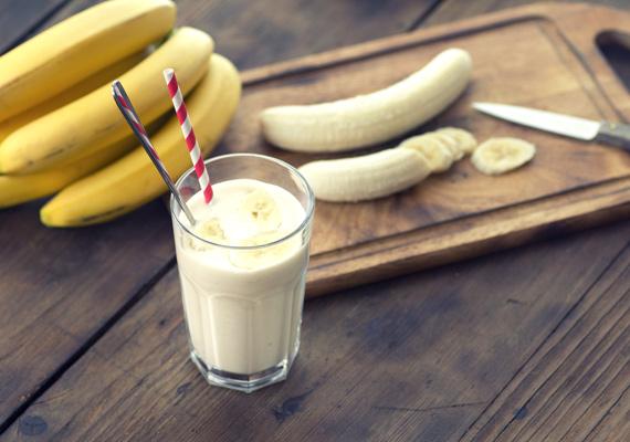 Banán                         A banánból készült smoothie-t kicsik és nagyok is lelkesen fogyasztják, kortól, nemtől és indíttatástól függetlenül. Vaníliával a legfinomabb, de magában is igazán tápláló és finom, persze egy kis vízzel vagy tejjel hígítva.