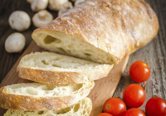 Kenyér házilag                         A mindennapi kenyérért sem kell eljárnod feltétlenül a boltba, hiszen megsütheted otthon is, és akkor sem kell aggódnod, ha nincs kenyérsütő géped, hiszen normál sütőben is elkészítheted a reggeli alapanyagát. A házi kenyér nemcsak finomabb és táplálóbb, de az illata is felülmúlhatatlan. Próbáld ki most, itt találod hozzá a receptet!