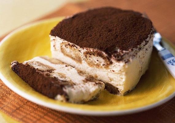 TiramisuA kávé élénkítő íze és hatása egy mennyei desszertbe csomagolva, ez nem más, mint a tiramisu, ami az egyik leglátványosabb, mégis az egyik legegyszerűbb desszert, amit csak készíthetsz.