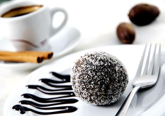 Kókuszgolyó                         Karácsony után rögtön a nyakunkon a szilveszter, a kettő közti idő pedig jellemzően vendégségekkel telik - biztosan népszerű leszel egy adag frissen készült kókuszgolyóval. Ezt az édességet készítheted maradék kekszből vagy maradék piskótából, mind a két változat népszerű és finom. Bolondítsd meg rumos meggyel, vagy rejts a közepébe diót, mogyorót, hogy az se vesszen kárba, és mehet is a tálra. Ezzel a recepttel biztosan finom lesz!