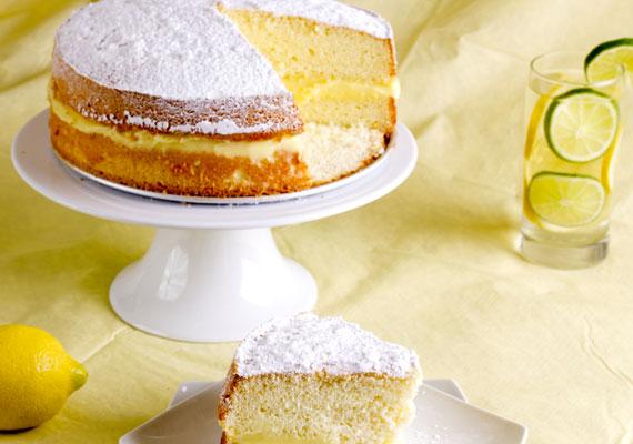 Citromtorta                         A fanyar gyümölcsből készült torta habkönnyű finomság, melynek laza tésztája szintén piskótából állítható elő. Egyszerűen csak készíts normál tortaméretű piskótát, vágd félbe, és töltsd meg jó alaposan a citromos krémmel. A masszába is reszelj egy kicsit a fanyar finomságból, hogy az egész tortát átjárja az íze. A receptet itt találod.