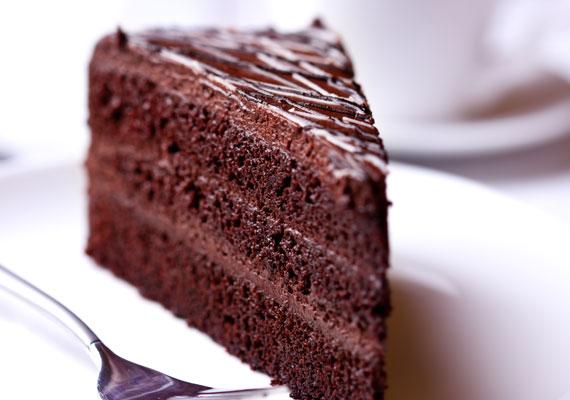 Lúdlábtorta                         Gyakorlatilag a legtöbb torta alapja a piskótatészta, hiszen könnyedén elkészíthető, jól vágható, elbírja a nehezebb, gazdagabb tölteléket is, szóval kész főnyeremény. Az igazán csokis lúdlábtortához a piskótamasszához adj kakaót is, majd töltsd meg akár több rétegben sok-sok csokoládékrémmel, és gondoskodj arról, hogy a tetejére is jusson. Ha így készíted, biztos a siker!
