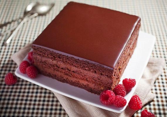 RigójancsiA világszerte ismert prímás készíttetett először ilyen csokoládés süteményt, hogy szerelme kedvében járjon, aztán ahogyan ő is, úgy ez az isteni desszert is nagy népszerűségre tett szert. Ahogy a névadója, úgy a sütemény is a bohém élet igazi megtestesítője, benne van minden, amit egy édességben élvezni lehet.