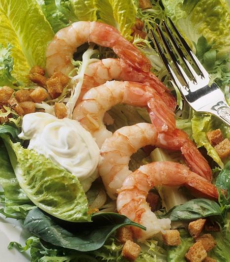 Garnélarák salátával  Magyarországon kevés halfélét fogyasztunk, pedig nagyon egészséges. A garnélarák különleges fogás lehet, a legegyszerűbb, ha olívaoljon átpirítod, majd elkevered salátával. De grillezheted is, ha rafináltabb receptet szeretnél.  Kapcsolódó cikk:  5 isteni grillrecept »