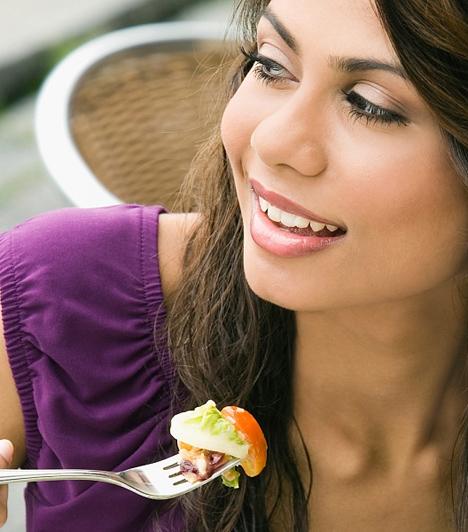 Fogyókúrához elengedhetetlen  A saláták szinte minden fogyókúrába beilleszthetőek, és ha kiváltood velük a vacsorát, máris sokat tettél az alakodért. Mivel rendkívül változatosan elkészíthetőek, nem lehet unalomra panaszkodni.  Kapcsolódó cikk:  Ropogós csirkesaláta »