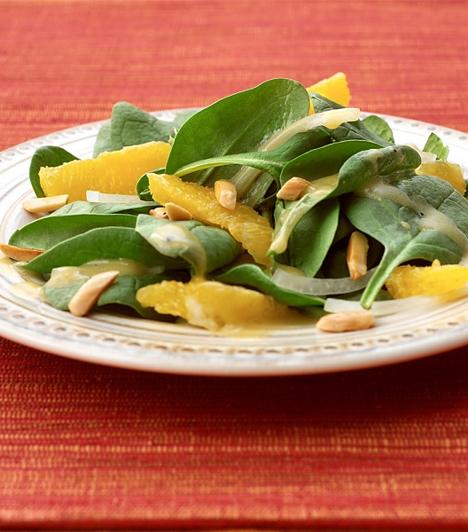 Gyümölccsel  A különböző zöldsaláták - spenót, galambbegy - remekül kombinálhatóak gyümölcsökkel. Akár különleges köretnek is felszolgálhatod hirtelen sült húsok mellé.  Kapcsolódó cikk:  Pikáns barackos kacsasült »