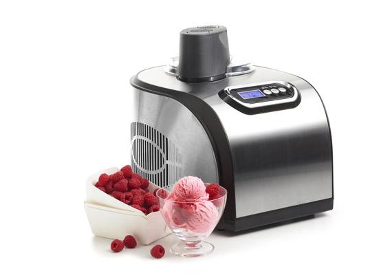 A végeredmény egy isteni gyümölcsös fagylaltkehely, olyan, amilyet a legfinomabb cukrászdákban árulnak, hála az eszköz mellé járó receptgyűjteménynek. A gép ára: 59995 forint.