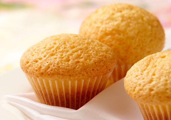 Vajas muffin                         Ahol süteményekről van szó, onnan a muffin semmiképpen sem hiányozhat, ahogyan egy forró bögre tea mellől sem. A végtelenségig variálható kedvencet az első sütés után már rutinszerűen fogod összedobni, a kezdeti lépésekhez itt az alaprecept, amit bővíthetsz mindennel, ami csak a konyhádban előfordul, és ehető.