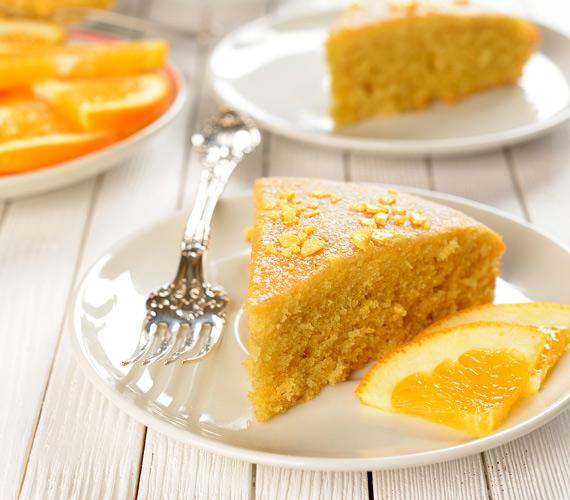 A mindig bevethető és gyorsan elkészíthető piskótatésztának - mint oly sok más finomságnak - nagyon jól áll a narancs, egy kis mandulával kiegészítve, próbáld ki! Isteni narancsos-mandulás piskóta