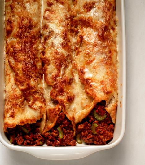 CanelloniA széles henger kifejezetten töltésre való, tehetsz bele húsos, sajtos, spenótos, tejszínes, egyszóval bármilyen tölteléket. A canellonikat nem kell előtte megfőzni, viszont minimum 20 percet töltsenek a sütőben.