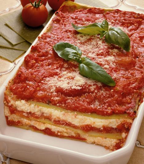 LasagneA lasagnelapokat viszont nem árt előfőzni, de nem kell teljesen puhára. A lapok közé tehetsz húst, de egy finom tejszínes, spenótos lasagne után a vegák is megnyalják az ujjukat.Kapcsolódó cikk:A 4 legfinomabb spenótos recept »