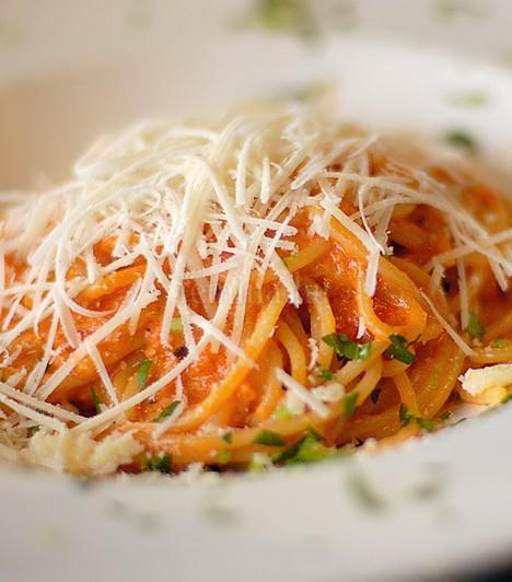 Al denteSzabad fordításban azt jelenti, hogy fogra való, magyarán rágható keménységűre főtt tészta. Sosem szabad túlfőzni, az olaszos víz-liszt tésztáknak elég 8-10 perc, hogy elérjék a megfelelő állagot.