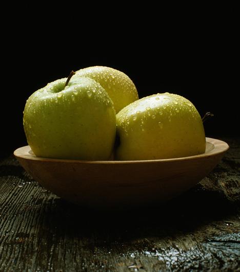 GyümölcsA gyümölcs tölteléknek, alaphozzávalónak és lekvárként ragasztóanyagnak is használható. Ha lehetőséged van rá, tárazz be pár doboz mirelit gyümölcsöt, hogy bármikor előszedhesd.Kapcsolódó cikk:3 szuperegyszerű pite, mirelit gyümölcsből »