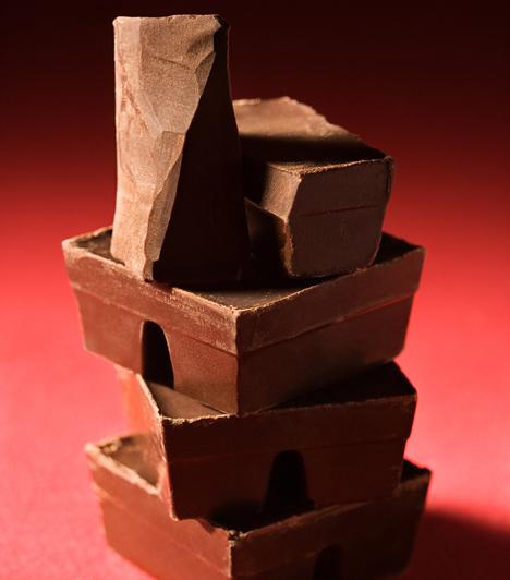 CsokoládéA csoki belevalóként és bevonóként is tökéletes. Fontos, hogy jó minőségű, minimum 50%-os kakaótartalmú csokit használj, ha azt szeretnéd, hogy tényleg finom legyen a süti.Kapcsolódó cikkek:4 csodás csokoládés piskóta »