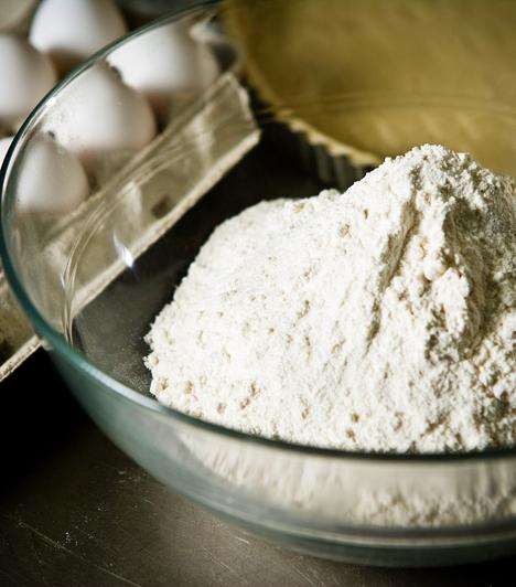 LisztA legtöbb süti legnagyobb része lisztből áll, és egyáltalán nem mindegy, hogy milyet használsz. Kövesd mindig a receptet, hogy rétes- vagy finomliszt kell-e hozzá.Kapcsolódó cikk:Így készül a házi rétes »