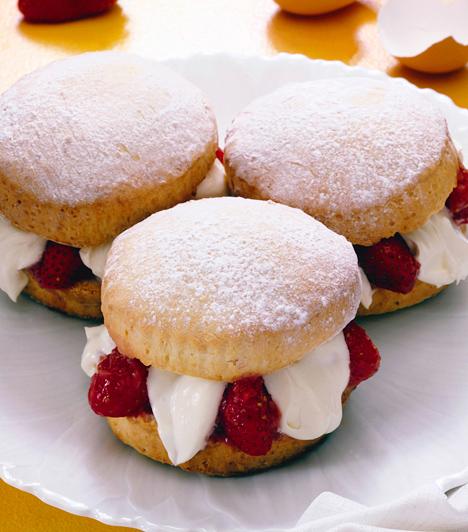 Mi kell a tökéletes sütihez?                         Vannak egyszerű és egészen bonyolult sütemények, de van néhány kihagyhatatlan dolog, ami jó ha van otthon, illetve előkerül a konyhaszekrény mélyéről, amikor süteménykészítésre kerül a sor.