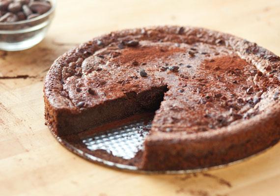 Lisztmentes csokoládétortaLisztérzékenyként sem kell lemondanod a finom desszertekről, nem egészen egy óra alatt otthon is bármikor összedobhatsz egy isteni csokitortát, amibe ráadásul egy gramm lisztet sem kell belekeverned.