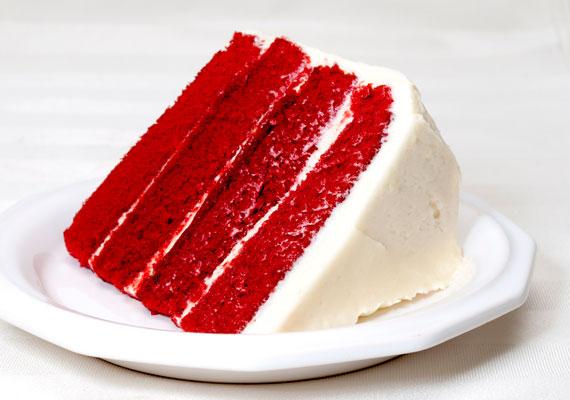 Red Velvet - Vörös bársony tortaA felettébb látványos és még inkább finom torta idehaza még nem örvend akkora népszerűségnek, mint amekkora kijárna neki, de ami késik, nem múlik. Némi ételfesték és egy hangyányit átalakított piskótarecept segítségével egész jó esélyeid vannak, hogy tökéletesre sikerüljön az óceán túlpartján egyébként végtelenül népszerű édesség.