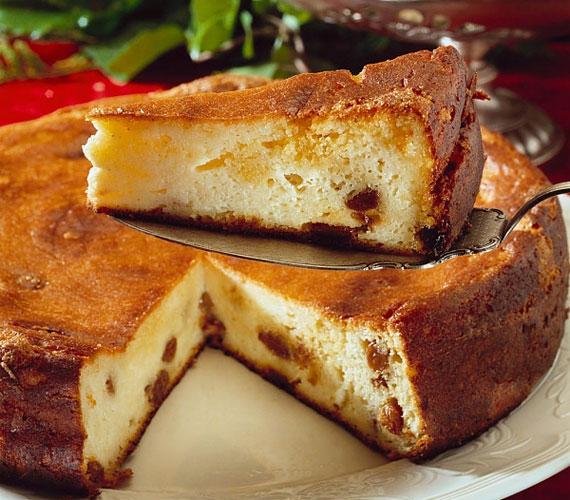 20 perc nem sok idő, pláne, ha konyhai munkáról van szó, azonban a szórt túrós sütit ennyi idő alatt tokkal-vonóval elkészítheted, a vendégek és a magad legnagyobb örömére.