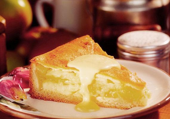 Almás rétes vaníliasodóvalAz almás rétes, avagy az osztrák Apfelstrudel is úgy a legjobb, ha nyakon van öntve egy rendesebb adag vaníliás krémmel. A friss almából, omlós tésztából és a fentebb említett krémből igazán ellenállhatatlan édességet kapsz. A receptje itt található.
