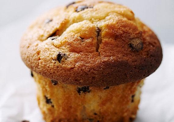 Muffin bárhogyAz angolszász országokban őshonos desszert mára idehaza is megkerülhetetlen, alapvető süteménynek számít, mindenkinek van otthon legalább egy muffinsütő formája, vagy néhány kosárka, amit a kész masszával megtöltve, és sütőben megfelelő ideig sütve a világ egyik legjobb sütijét kapod.