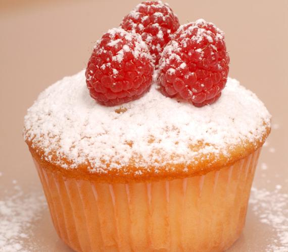 A muffin nagyon gyorsan elkészül és kedved szerint, szinte bármivel ízesítheted az alaptésztát. Ha a gyorsaság mellett igazán izgalmas ízekre vágysz, próbáld ki a Rákóczi túrós muffint. Egyszerűen isteni!
