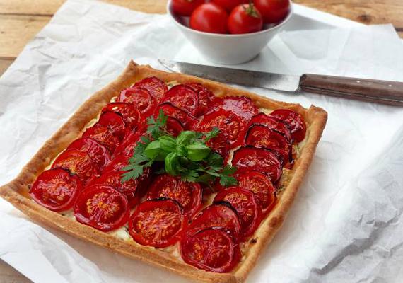 Igazi olaszos vacsorát varázsolhatsz az asztalra pillanatok alatt. Íme a paradicsomos-túrós pite receptje »