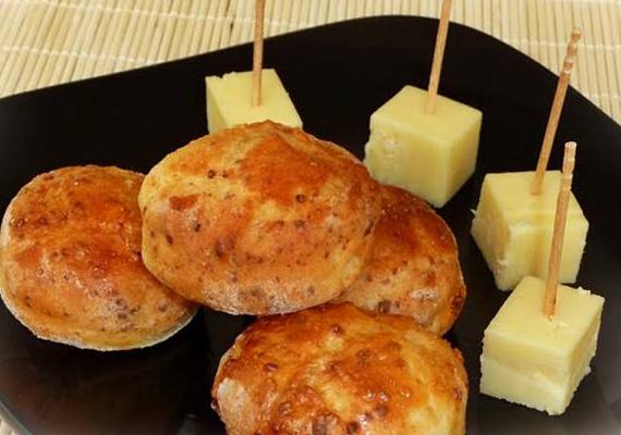 Ha a sima sajtos pogácsa helyett valami újdonságra vágysz, készítsd el kolbászos pogácsánkat »