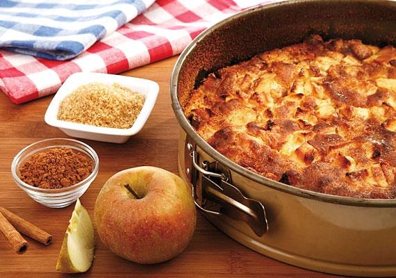 A világ legegyszerűbb receptje az omlós almás pite. A hozzávalókat összekevered, megszórod fahéjas cukorral a formába öntött tésztát, és már mehet is a sütőbe, 20 perc alatt megsül. Kattints ide az omlós almás pite receptjéért »
