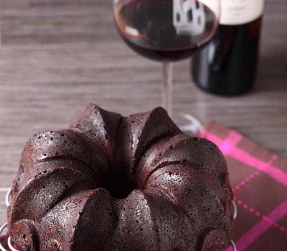 Az Eszterházy-kuglófot akár teljesen csokis változatban is elkészítheted. A minél csokisabb végeredmény érdekében változtass kedved szerint a hagyományos recepten!