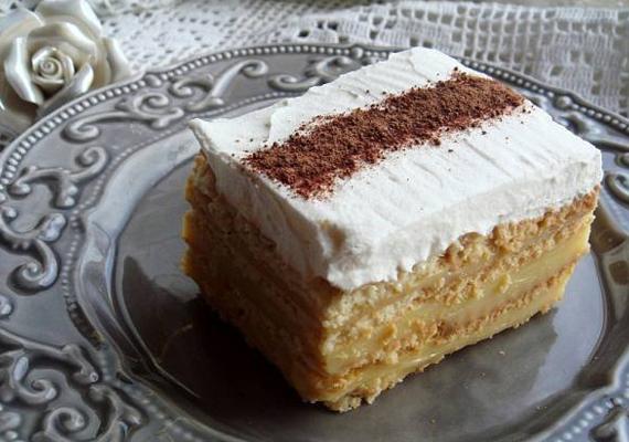 A karamellás kekszpite igazi krémes, puha finomság. Pofonegyszerű elkészíteni és még sütni sem kell »