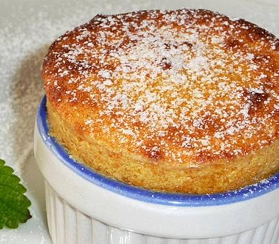 A sütőtök nemcsak önmagában megsütve, de süteménybe keverve is nagyon finom. A sütőtökös szuflé egy egyszerű, mégis különleges ízvilágú nassolnivaló. Ha kész, rögtön tálald, mert ilyenkor a legszebb.