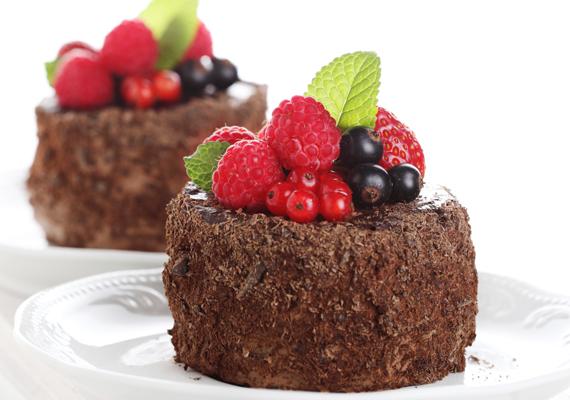 A túró-csoki párosítás szintén kényezteti az ízlelőbimbókat. A kakaós-túrós csodasüti egyik változatát, most őzgerinc formában is elkészítheted. Az eredmény mindenképpen mennyeien finom lesz.