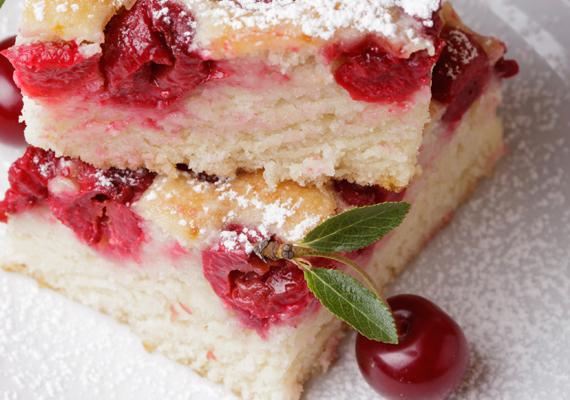 A meggy a túróval tagadhatatlanul verhetetlen párost alkot. A könnyű édességet a nap bármely szakában bátran fogyaszthatod.