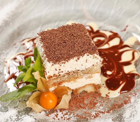 Tiramisu  A tiramisu tipikusan olyan édesség, amely anélkül csábítja el az ízlelőbimbókat, hogy nagyon tolakodó lenne az íze. Készítsd el te is pillanatok alatt!