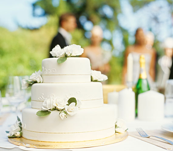 A kevesebb néha több. Egy ilyen egyszerű megoldással is elengáns tortád lehet.