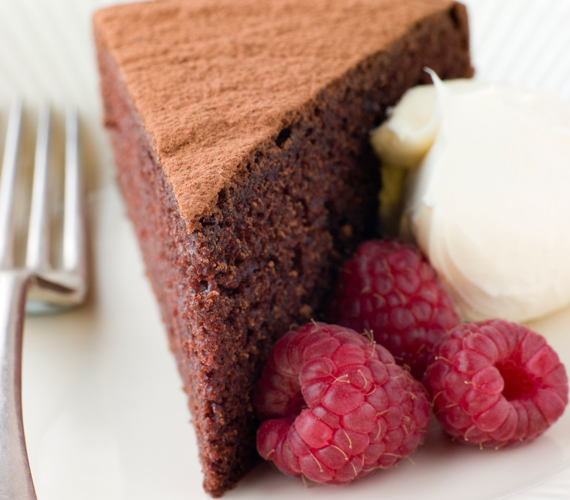Készíthetsz csokis változatot is, ebben az esetben kakóval keverd ki a tésztát és tálald gyümölccsel, tejszínhabbal.