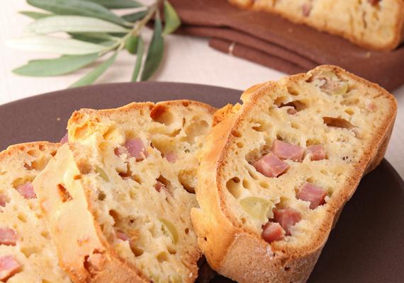 Kenyeret szinte minden nap fogyasztunk, ezért néha nem árt egy kis változatosság. Az illatos töltött kenyér az egész család kedvence lesz majd. Tegyél egy próbát!