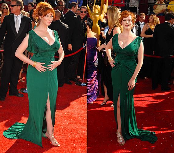 Christina Hendricks akár a smaragdzöld hivatalos nagykövete is lehetne, nemcsak a szín áll remekül neki, de a ruhaválasztása is ízléses.