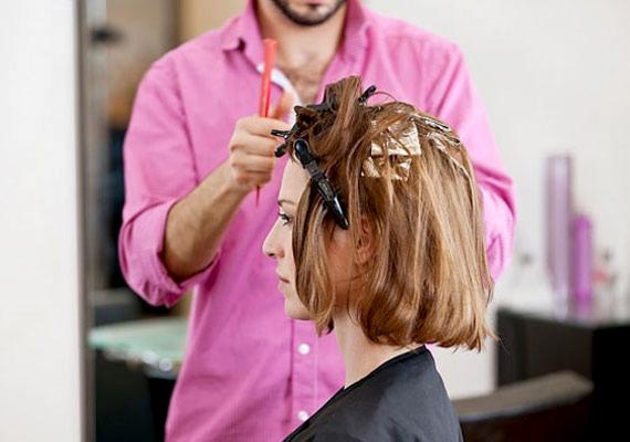 Valószínűleg a legtöbben még fontosabbnak tartják, hogy legyen egy jó fodrászuk, aki olyan hajat készít, amilyet az ember kér, de javaslatot is tesz, ha változtatni kell valamin. Egy jó frizura sokat dob a megjelenésen, de még fontosabb, hogy az önbizalmon is.