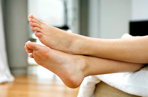 izzadás lábak)