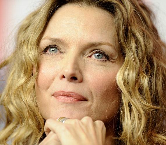 MIchelle Pfeiffer 55 éves, még mindig gyönyörű, és ezt Hollywood is tudja, hiszen a színésznő folyamatosan forgat.
