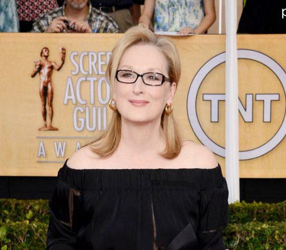Az isteni Meryl Streep már 64 éves, és úgy díva a kisujja körméig, hogy közben méltósággal öregszik.