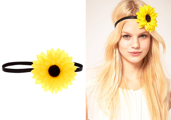 A nagy és látványos virágok most mindenhol ott vannak, a hajban is. Különösen jól áll, ha hosszúkás az arcformád. Sőt, ha kicsit lejjebb húzod, laza hippinek tűnhetsz.
