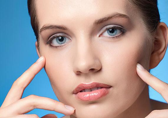 A kevesebb néha több. A legszebb hatást akkor érheted el, ha úgy használod a sminkeszközöket, mintha nem is lenne az arcodon semmi. A titok nyitja a jó minőségű termékekben rejlik.