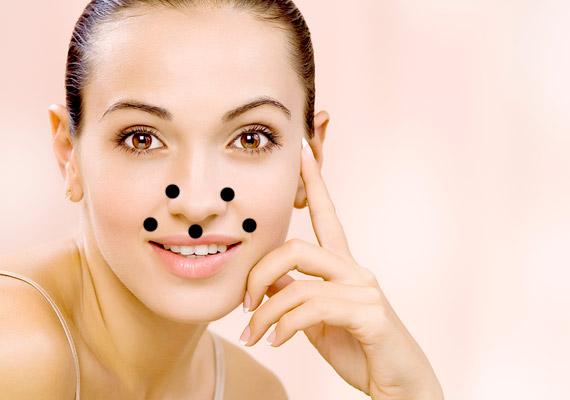 Az orr melletti ráncokat a képen látható pontok nyomásával késleltetheted, haladj felülről lefelé.