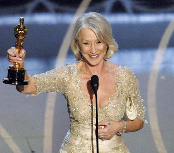 Egy 2007-es mosoly, kezében a legjobb filmszínésznőnek járó Oscarral, amelyet A királynő című filmért kapott 63 évesen.
