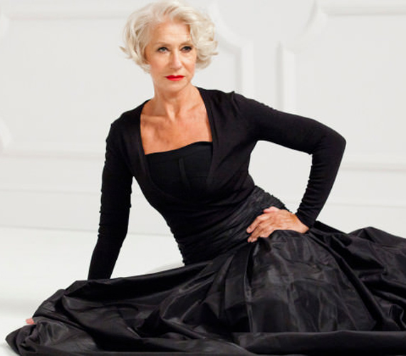 A L'Oréal Paris kortalan szépséget népszerűsítő kampányában lélegzetelállító fekete estélyiben.
