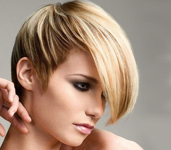 Az aszimetrikus frizura fiatalos és megmutathatod vele az előnyösebb profilodat.