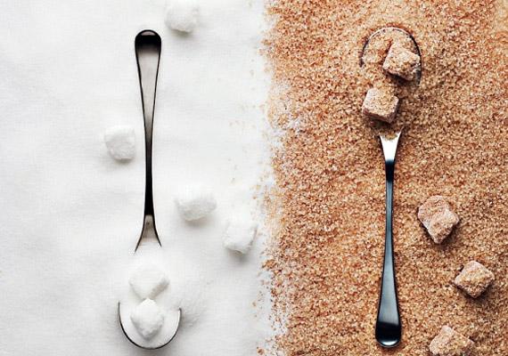 A túlzott cukorfogyasztás is ronthat a helyzeten, hiszen a szervezet nem tud ennyi szénhidrátot elégetni, így az felgyűlik a sejtekben, és kitüremkedés formájában jelenik meg a bőrön.
